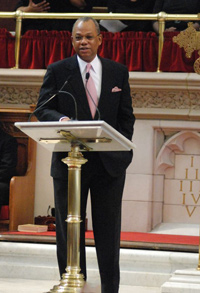 Rev-Butts-preaching-at-Abyssinian